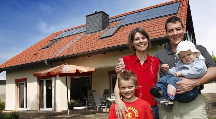 Das Anreizprogramm Energieeffizienz bietet zusätzliche staatliche Unterstützung für den Einsatz von Solarthermie beim Austausch alter Wärmeerzeuger
