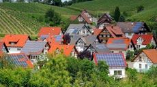 Solardorf mit Photovoltaikanlagen