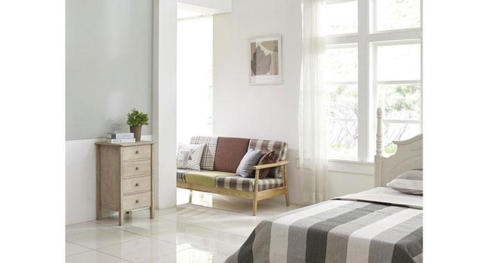 Große Fenster lassen Tageslicht in die Räume und gestalten das Wohnen großzügiger.