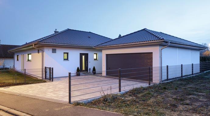 luxhaus bungalow walmdach 130. Black Bedroom Furniture Sets. Home Design Ideas