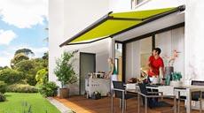 Der klassische Markisentyp für Terrassen und Balkone ist die Gelenkarmmarkise.
