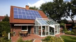 Mit Hilfe von Photovoltaik Strom erzeugen.