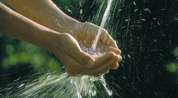 Im Badezimmer verstecken sich große Einsparpotenziale für Wasser.