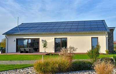 Helma Eigenheimbau Musterhaus Cuxhaven als Plusenergiehaus Außenansicht