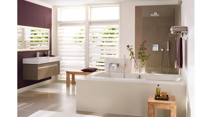 Im komplett kubisch ausgestatteten Bad bietet Grohe ein vollständiges, quadratisches Sortiment an Armaturen, Brausen und Duschsystemen, Accessoires, Betätigungsplatten und Thermostaten.