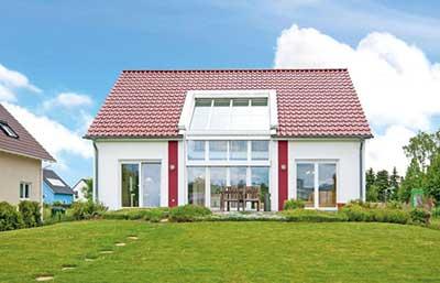 Helma Eigenheimbau Musterhaus Leipzig als Sonnenhaus Außenansicht