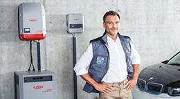 Solartechnik von Fronius in einer Garage