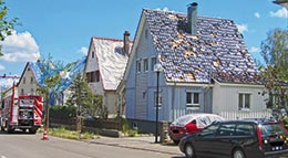 Dächer mit Sturm- und Hagelschaden
