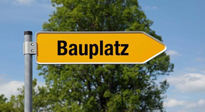 Straßenschild Bauplatz