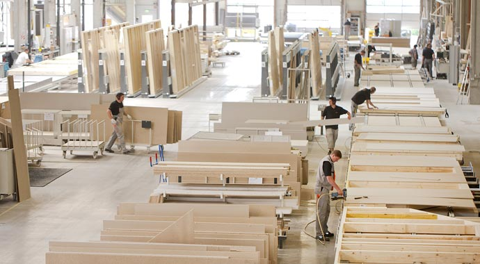 Der Holz-Fertigbau ist eine Symbiose aus traditionellem Holzbau und industrieller Fertigung.