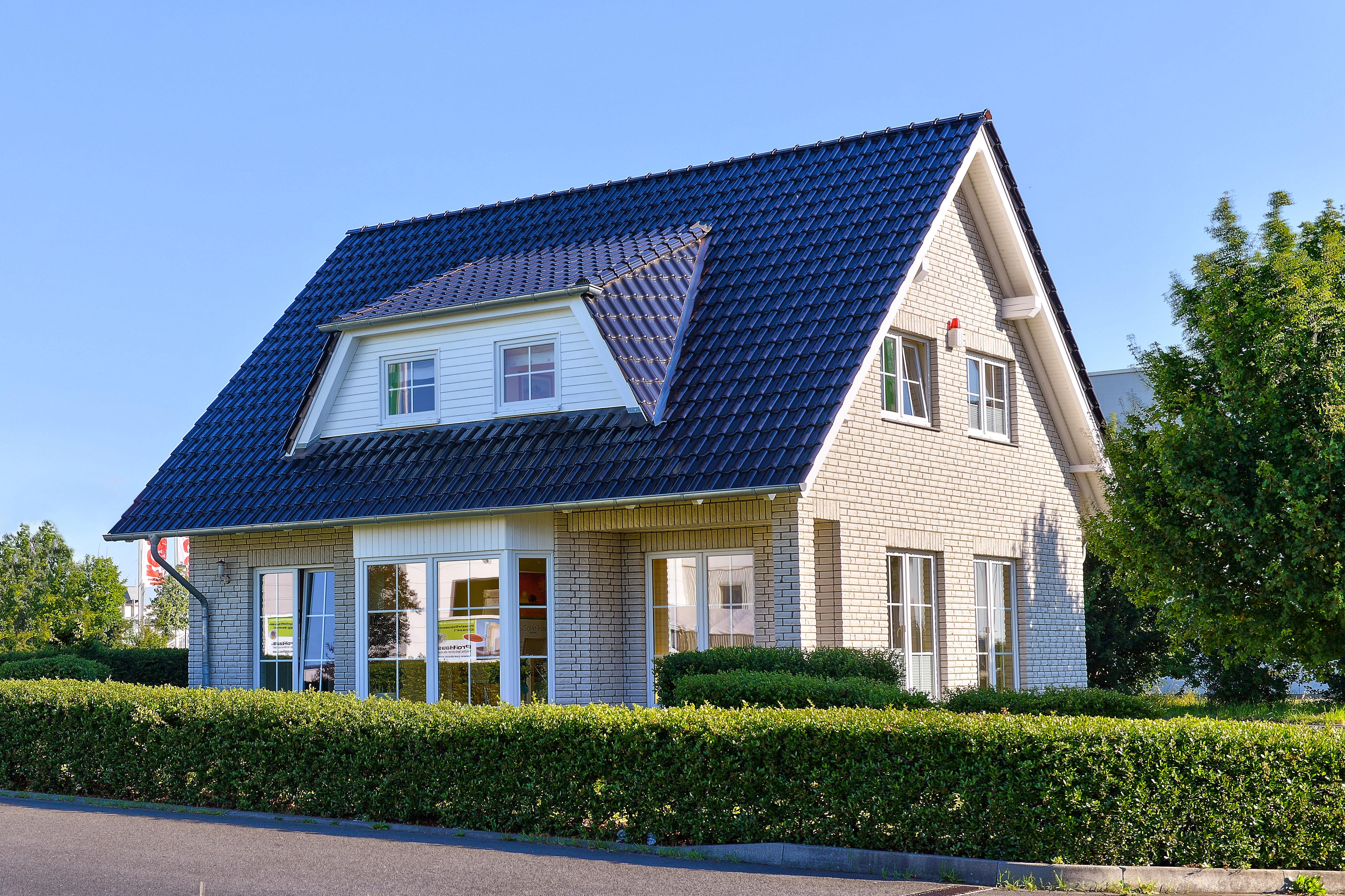 Helma Eigenheimbau Musterhaus in Euskirchen Außenansicht