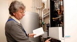 Eine Hybridheizung verbindet fossile und regenerative Energien.