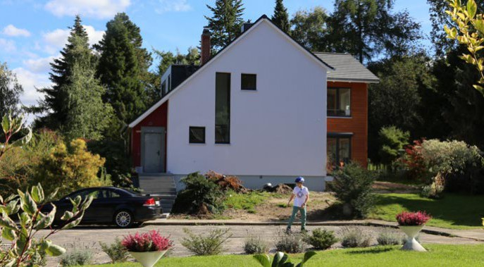 Von außen kaum mehr wiederzuerkennen: Das Siedlungshäuschen von Familie Ross.