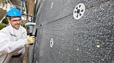 Eine Fassadendämmung hilft, Heizkosten zu sparen.