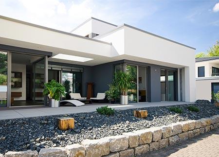 Neubau mit einer Terrasse