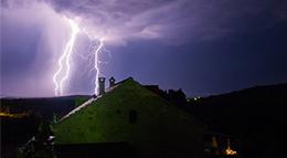 Haus bei Gewitter