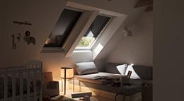 Dachfenster von Velux mit Rollladen