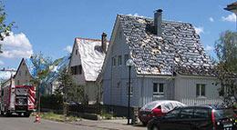 Häuser mit massiven Hagelschäden