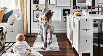 IKEA: Mutter mit Kind beim Yoga