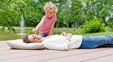 Die WPC-Terrassendielen von megawood bestehen zu über 70 Prozent aus Holz, veredelt mit Polymer-Technologien.