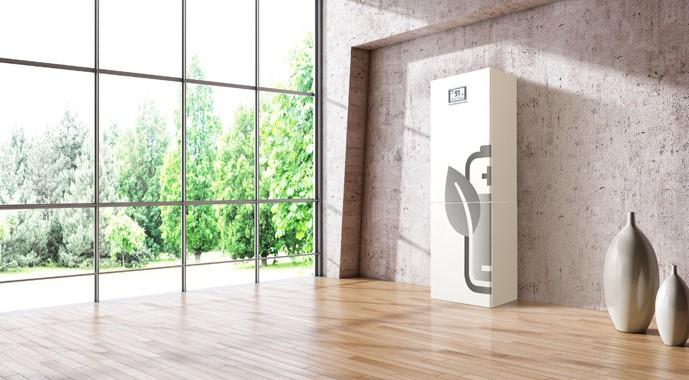 Die Sonnenbatterie ist ein intelligentes Speichersystem. Sie richtet ihr Ladeverhalten nach dem Wetter und dem Verbrauch im Haushalt und sorgt damit für den maximalen Eigenverbrauch des Solarstroms.