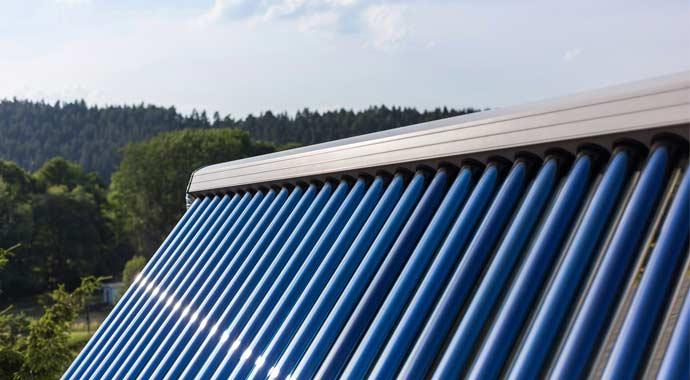 Solarthermieanlage mit Vakuumröhrenkollektoren