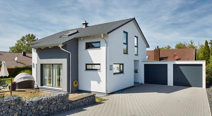 Außenansicht Satteldach Landhaus 143 von Luxhaus
