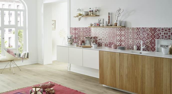 stylische vielseitige und pflegeleichte glas r ckwand. Black Bedroom Furniture Sets. Home Design Ideas