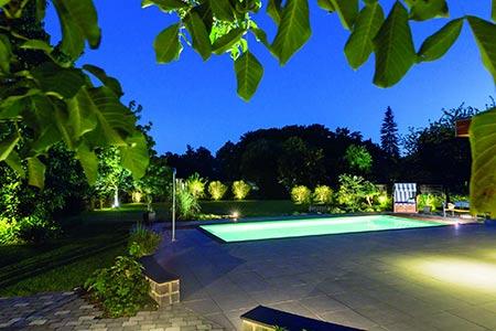 Symbolbild Garten bei Nacht