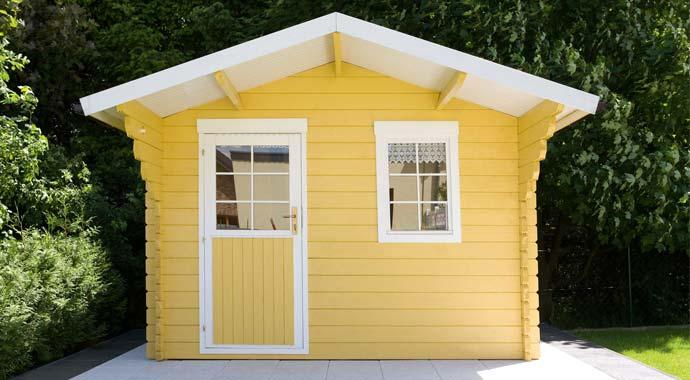 Mit Consolan Wetterschutzfarbe gestrichenes Gartenhaus