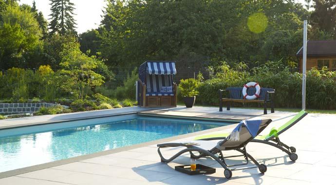 Symbolbild Garten mit Pool