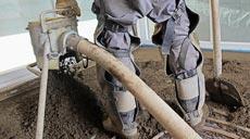 Zementestrich ist feuchtigkeitsbeständig und daher bestens geeignet, um in Nassräumen, wie zum Beispiel dem Badezimmer, eingesetzt zu werden.