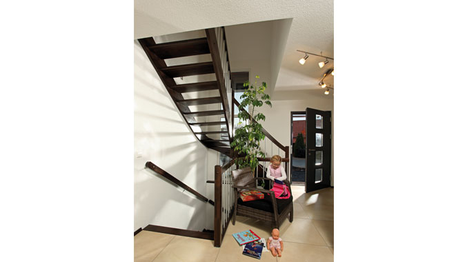 Fingerhaus vio treppe  FingerHaus: Kundenhaus Vio 200