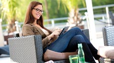 """Die mobile Haussteuerung """"SmartHome"""" von RWE kann nicht nur die Anwesenheit der Hausbewohner simulieren, Einbrecher abschrecken, Wohnungsbrände erkennen und per SMS oder Email Alarm schlagen, sondern macht das Haus auch im Alltag sicherer und komfortabler."""