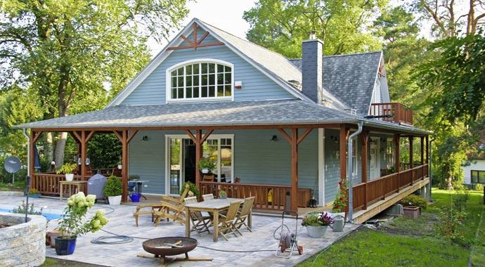 haus mit veranda bauen haus mit veranda bauen haus planen schwedenhaus skandinavisch bauen. Black Bedroom Furniture Sets. Home Design Ideas