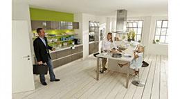 Viele Familien verbringen heute mehr Zeit in der offenen Küche als im Wohnzimmer.