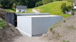Ein Keller, der als weiße Wanne ausgeführt wurde, braucht keine zusätzliche Außenabdichtung.