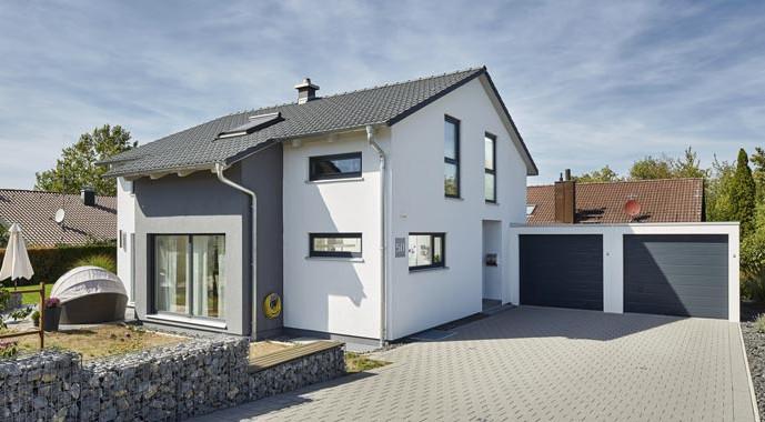satteldach landhaus 143 von luxhaus. Black Bedroom Furniture Sets. Home Design Ideas