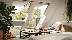 Frischer Wind für das Dachgeschoss: Die unterschiedlichen Farben und Dekore der Sonnenschutz-Rollos bieten eine Vielzahl an Gestaltungsmöglichkeiten und sorgen zusätzlich für eine harmonische Lichtstimmung.