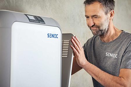 SENEC-Installateur mit Stromspeicher