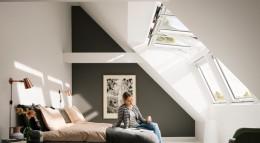 Dachfenster Lichtlösung mit zwei Lichtbändern von Velux