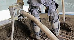 Zementestrich ist feuchtigkeitsbeständig und daher bestens geeignet, um in Nassräumen, wie zum Beispiel dem Badezimmer, eingesetzt zu werden. Foto: Fotolia