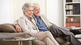 Älteres Paar im Eigenheim