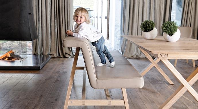 Sitzbank aus der Serie V-Solid von Voglauer