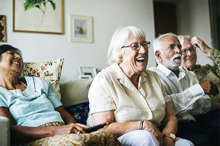 Senioren auf der Couch