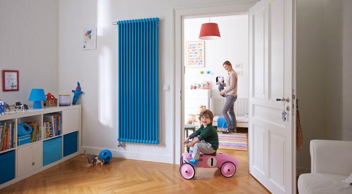 Design-Heizkörper Charleston in der Farbe Horizon Blue von Zehnder