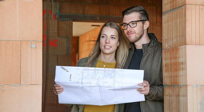 Junges Bauherren-Paar
