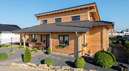 Außenansicht Massivholzhaus Neffelbach von Fullwood