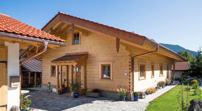 Außenansicht Blockhaus Allgäu von Chiemgauer Holzhaus