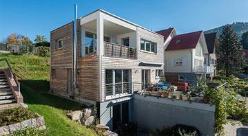 Holzfertigbauweise: Frammelsberger Holzhaus Design 120 Außenansicht